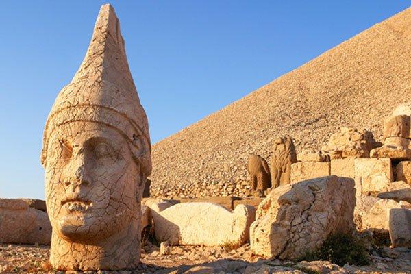 Gunung Nemrud atau Namrud di Turki