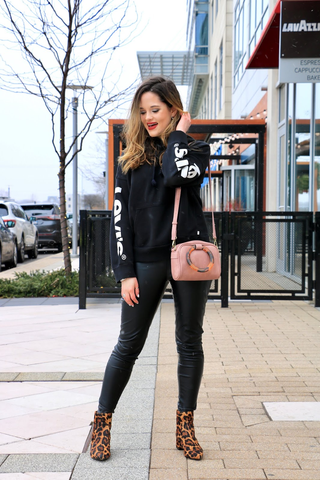 Nyc fashion blogger Kathleen Harper's cute sweatshirt outfit idea