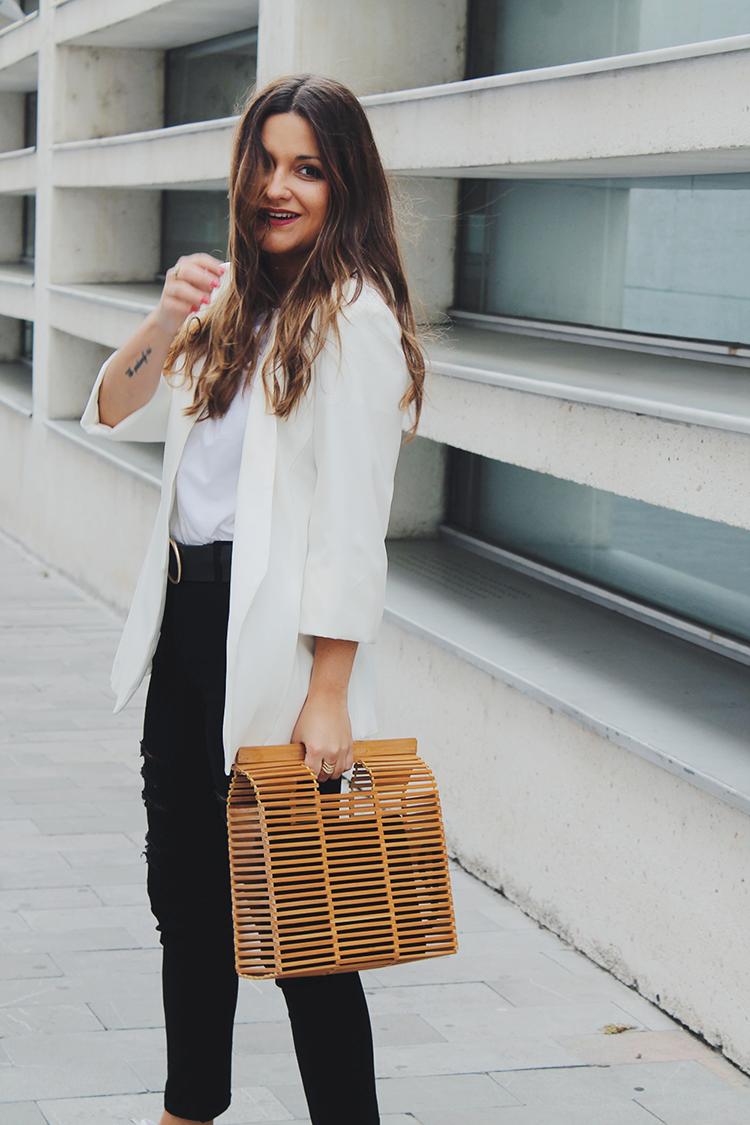 Outfit con blazer blanca