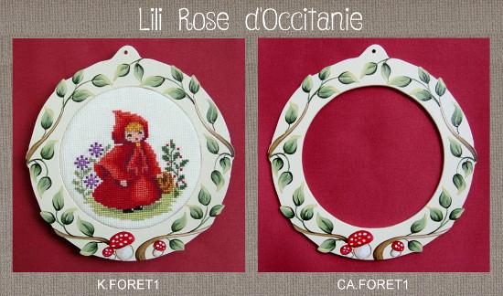 """Cadre bois peint rond décor feuillage et champignons + grille """"Chaperon Rouge"""". Broderie et point de croix"""