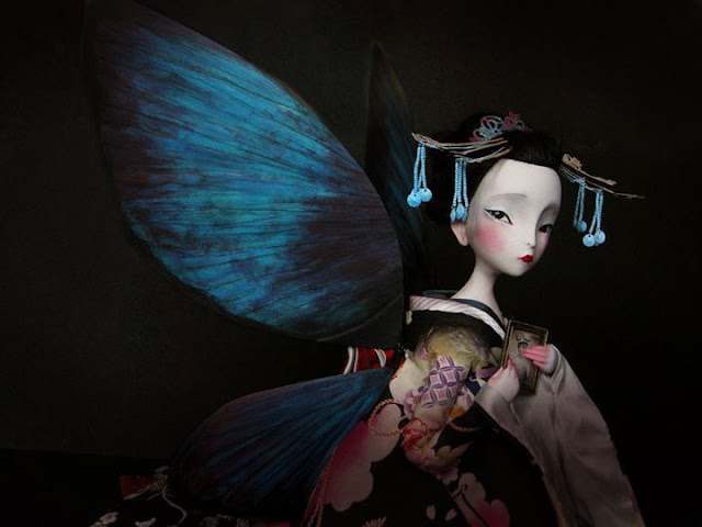 Bella imagen llena de melancolía de Los Amantes Mariposa libro escrito e ilustrado por el ilustrador francés Benjamin Lacombe