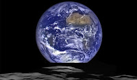 LA NASA FOTOGRAFA LA TERRA VISTA DALLA LUNA
