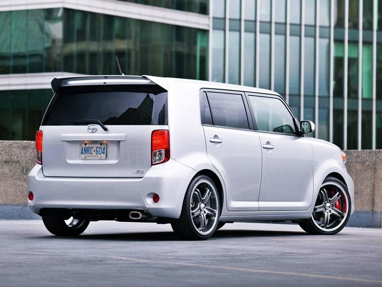 Toyota Rukus Hatchback Review