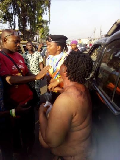 See How Suspected Female Kidnapper Was Caught and Stripped N*ked in Lagos (Photos)