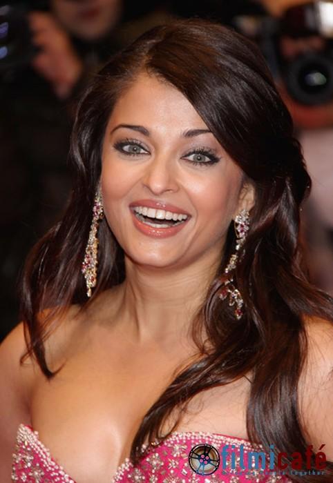 Aishwarya Rai Beautiful Body In Black Tube Gown At Cannes