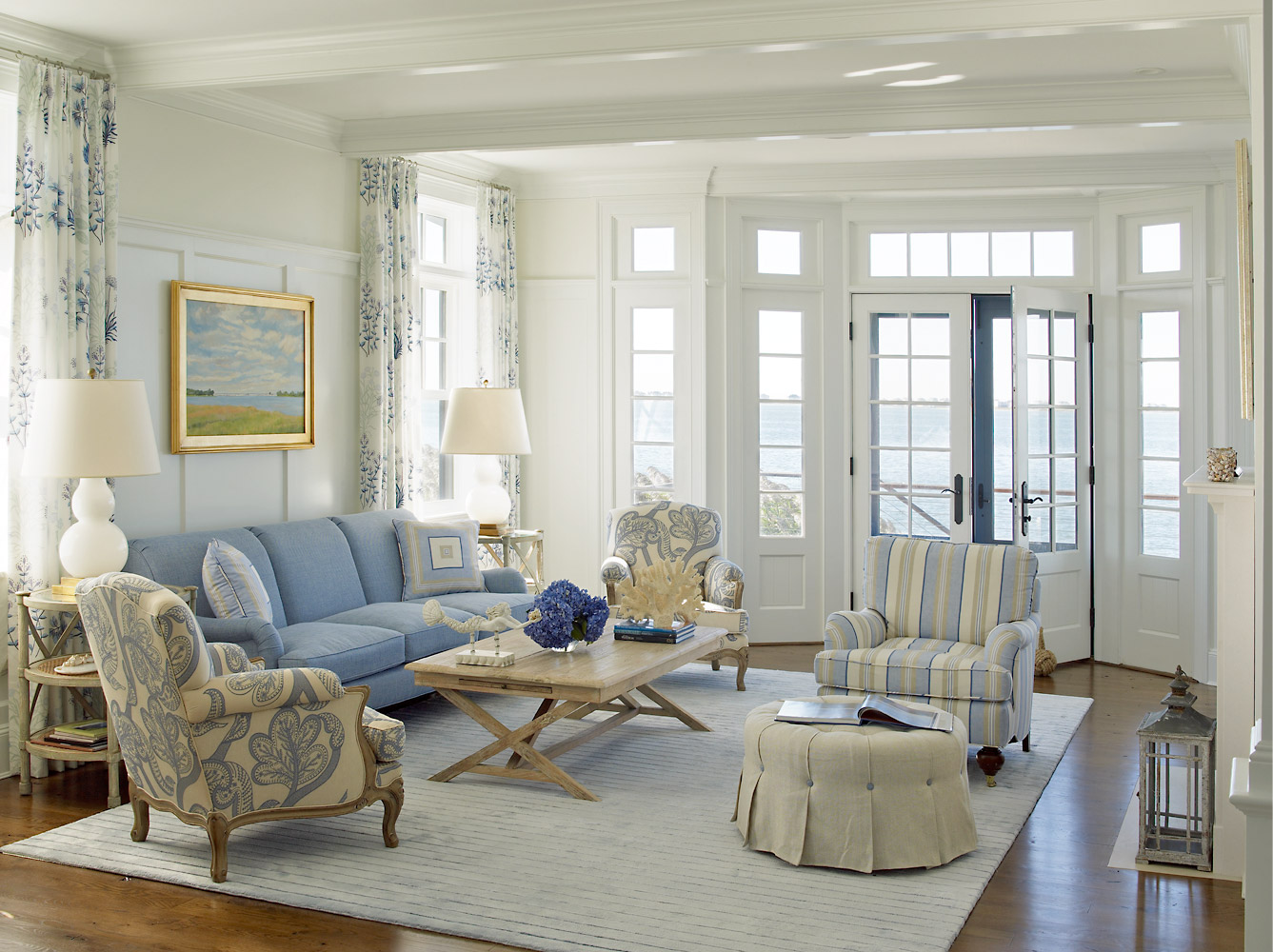 Decor inspiration nautical house on the bay cool chic for Beach house look interior design