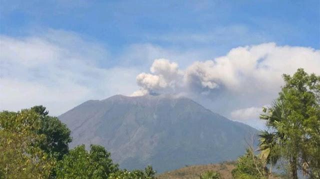 Gunung Agung di Bali Erupsi, PVMBG Nyatakan Status Siaga