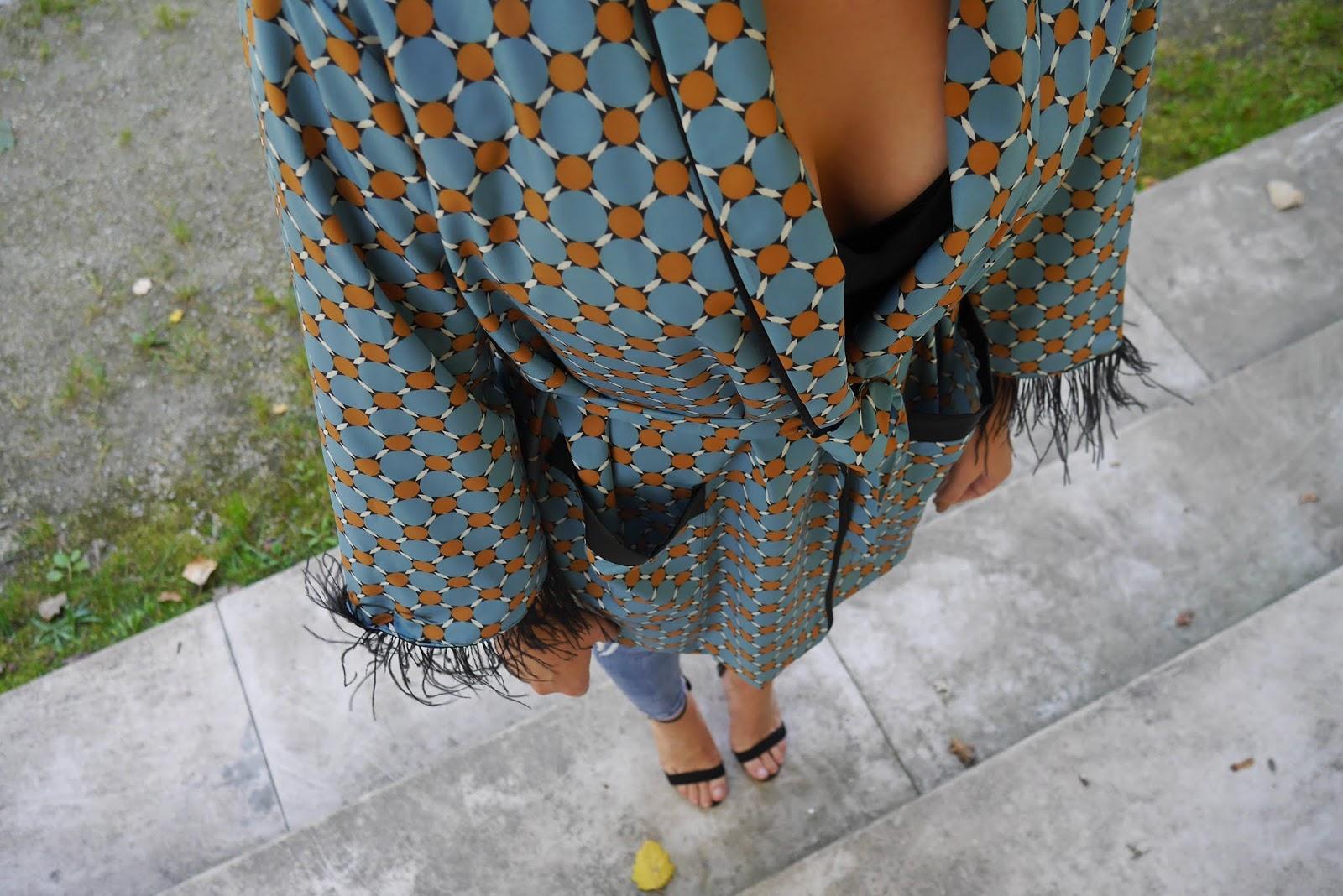 8_kimono_z_piurkami+shein_szpilki_atmosphere_kolczyki_fredzle_karyn_blog-modowy_170918