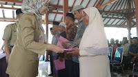 1530 Guru Ngaji, Guru Madin, dan Imam Masjid se Kecamatan Bantarkawung Terima Bantuan