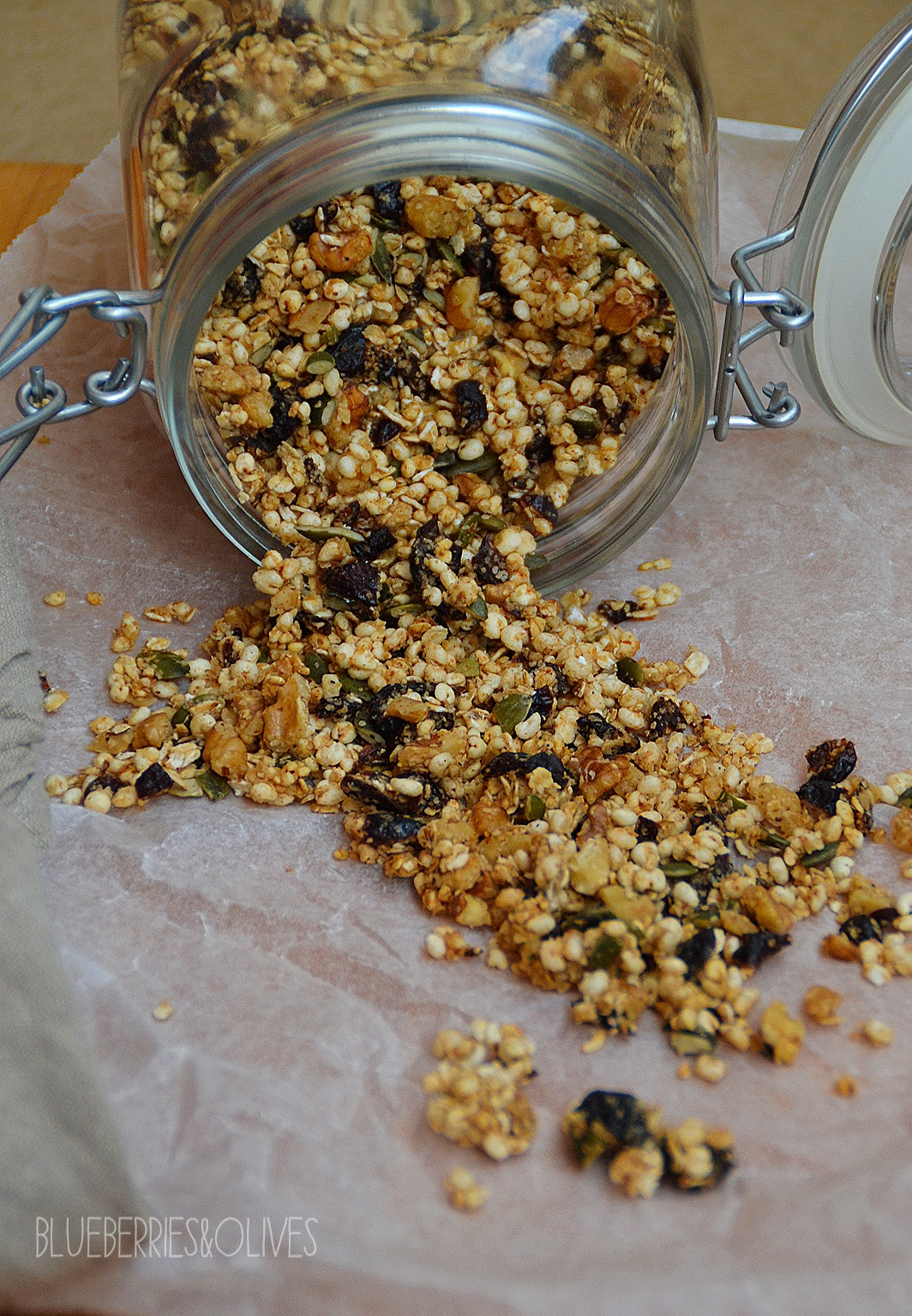 HOMEMADE MUESLI WITH CRANBERRIES, WALNUTS AND MAPLE SYRUP