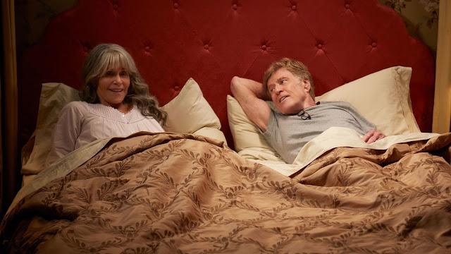 Jane Fonda interpreta a Addie Moore e Robert Redford interpreta o Louis Waters, os dois são viúvos e solitários e vivem um romance no filme Nossas Noites produzido pela Netflix