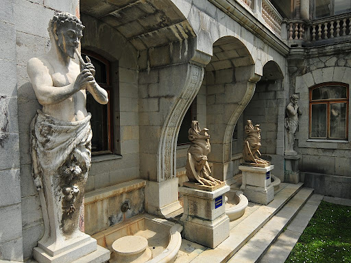 Скульптуры Массандровского дворца