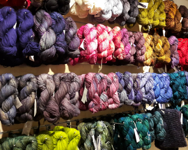 Yarn shop in Amsterdam, Stephen & Penelope | Happy in Red
