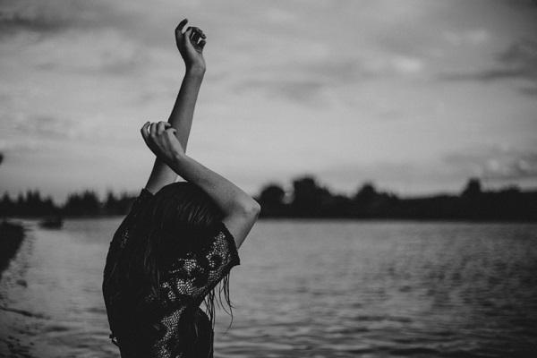 Καρκίνος γυναίκα που χρονολογείται άνθρωπος του Υδροχόου