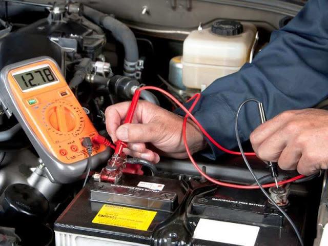 tester une batterie de voiture avec un multimètre