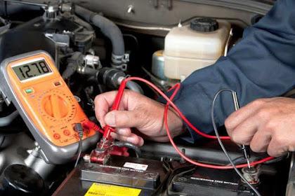 Comment tester une batterie de voiture avec un multimètre?