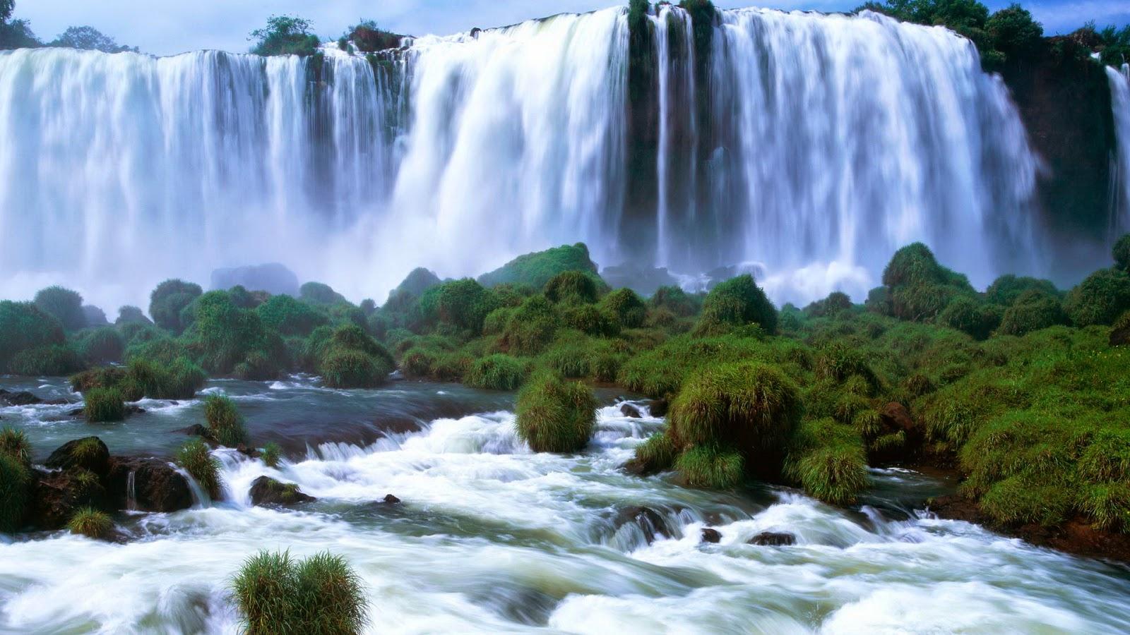 Achtergrond met watervallen en gras