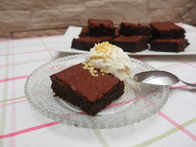 BROWNIE DE CHOCOLATE (Sin gluten ni lactosa)
