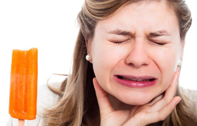 6 Cara Menyembuhkan Gigi Sensitif dengan Alami