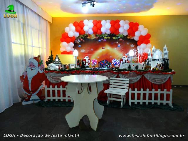Festa de aniversário - Mesa tradicional luxo com toalhas de tecido - tema de Natal