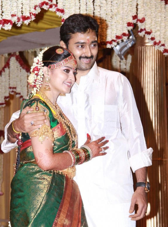 It Was Truly A Glittering Yet Traditional Marriage Ceremony Graced By Family Of The Actress Relatives And Close Friends Sneha Prasanna Look Adorable