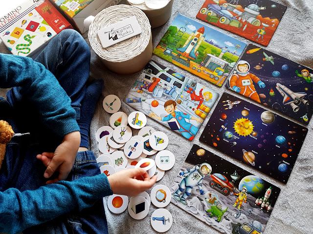 Prezent Marzeń - voucher prezentowy - Kapitan Nauka - loteryjka kosmos - domino alfabet - puzzle obserwacyjne na wsi - niezłe ciacho - Nasza Księgarnia - gry i zabawki dla dzieci