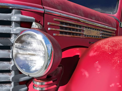 06-Red-Truck-Bert-Monroy-Digital-Photo-Realistic Art-www-designstack-co