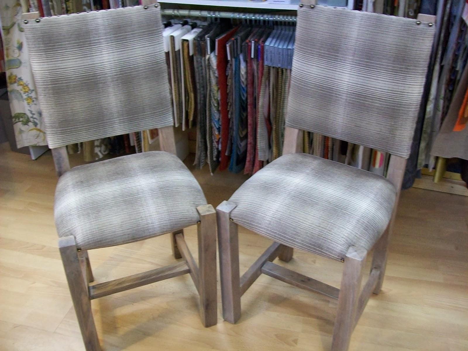 l 39 chaise paill en garniture tissu. Black Bedroom Furniture Sets. Home Design Ideas