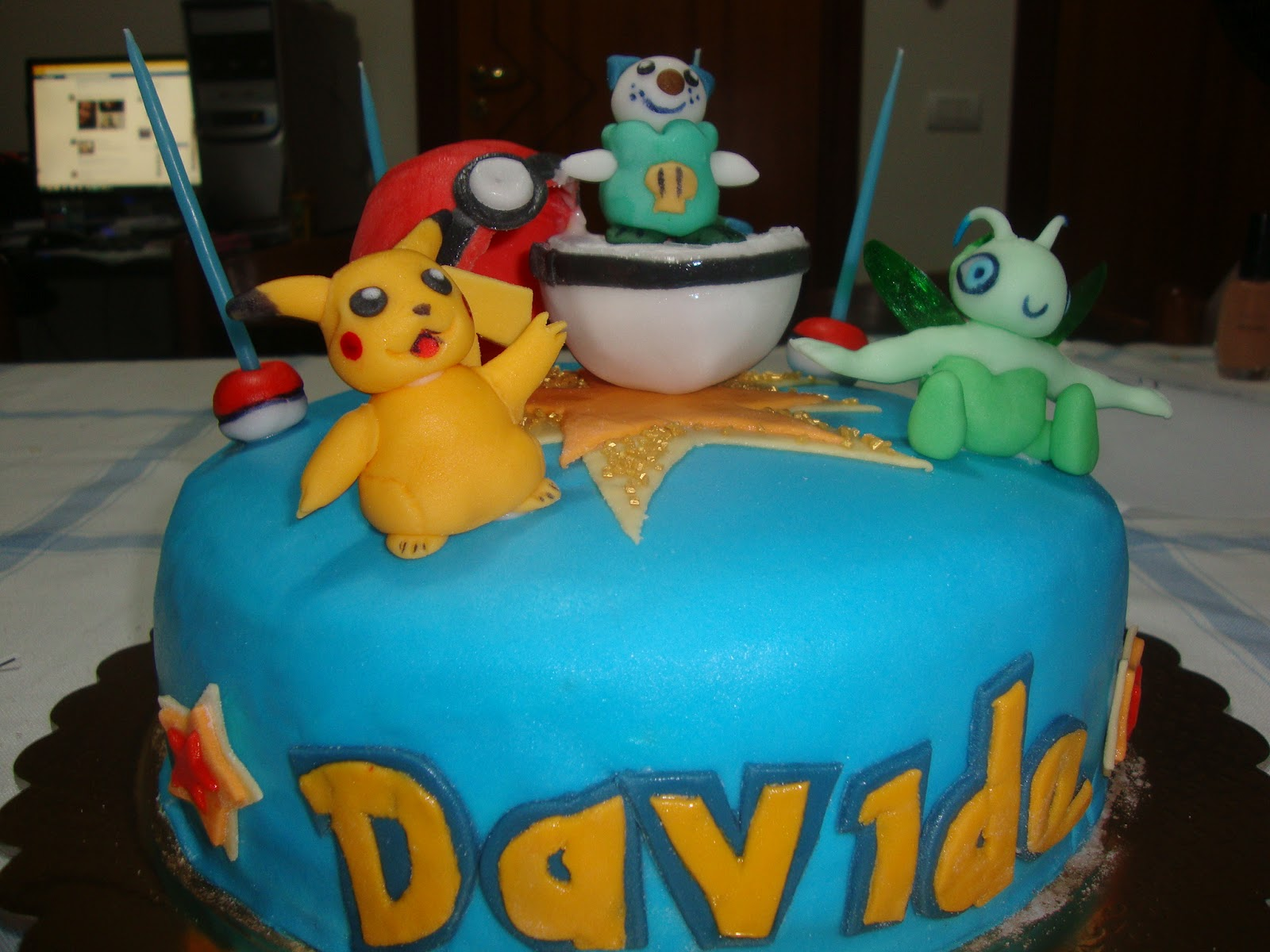 le torte di lory torta pokemon con personaggi in pasta di zucchero. Black Bedroom Furniture Sets. Home Design Ideas