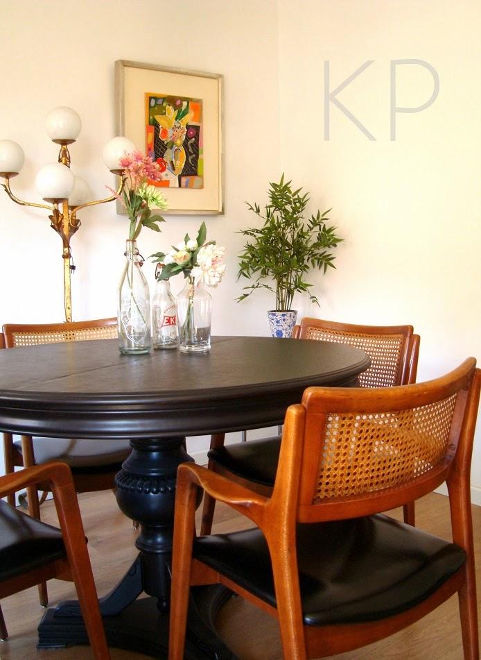 Venta de muebles daneses y sillas vintage estilo danes de madera de haya y skay de época.