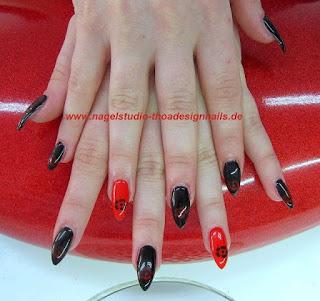 Stiletto schwarz und rot Farbe