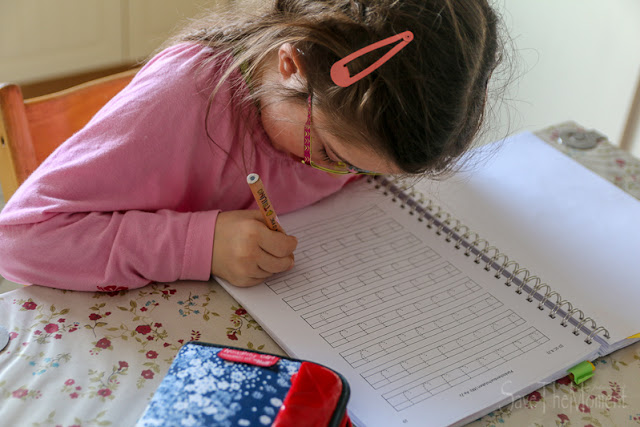 Jolina, Down Syndrom macht PEp Hausaufgaben
