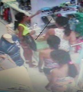 fbfcec26a1d2 CURRAIS NOVOS: Mulheres são flagradas por câmeras de segurança furtando em  loja feminina