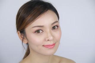 Peachy Glowing Makeup