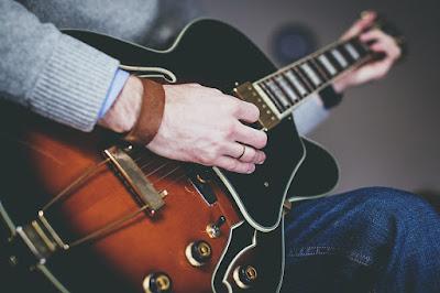 5 Tips Belajar Bermain Gitar untuk Pemula
