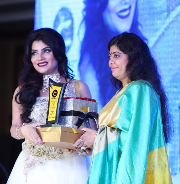 Host Kavita Malhotra welcoming chief guest eminent poet Renu Shahnawaz Hussain