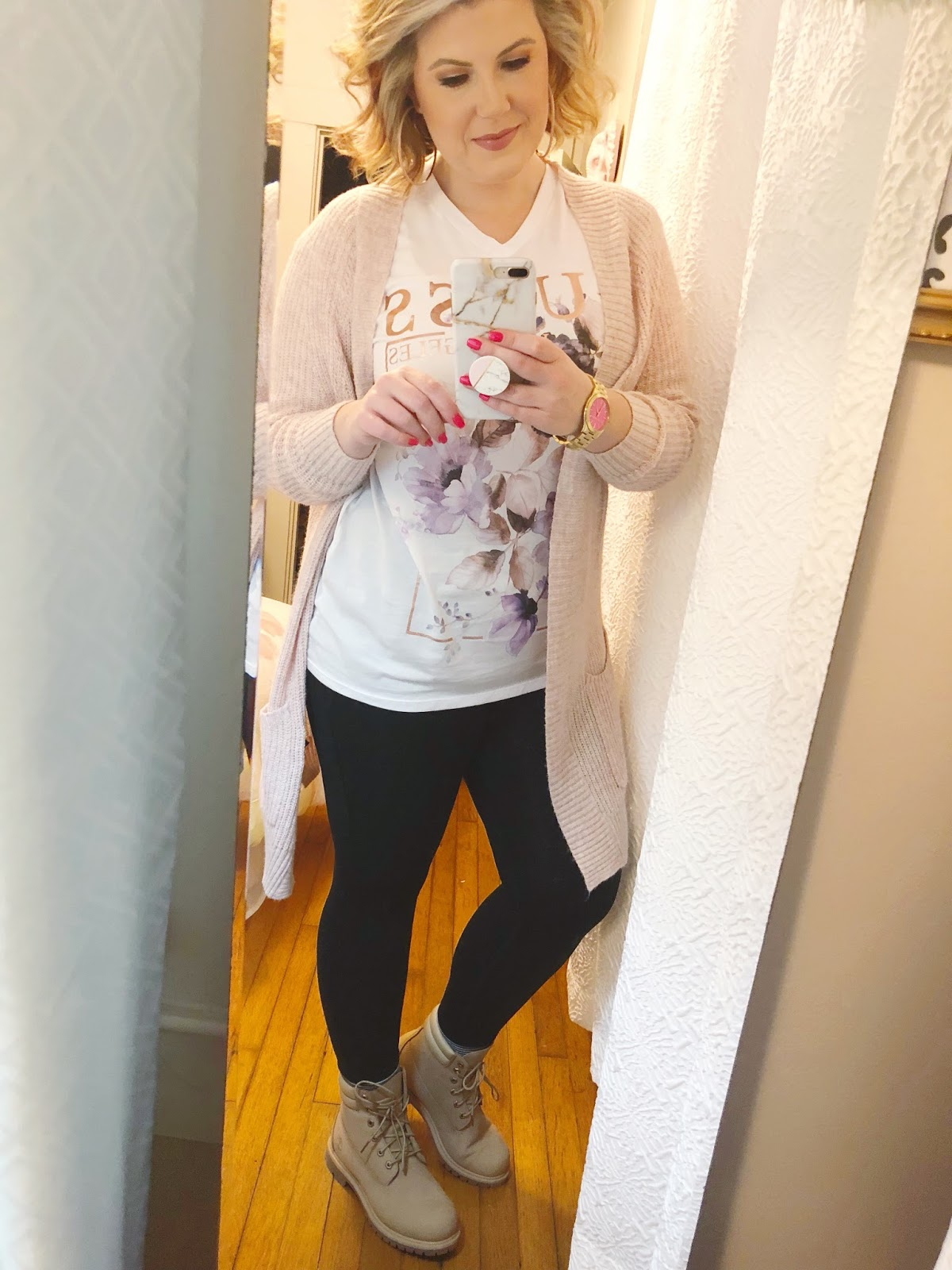 Easy outfits for work Guess tee shirt Timberland boots