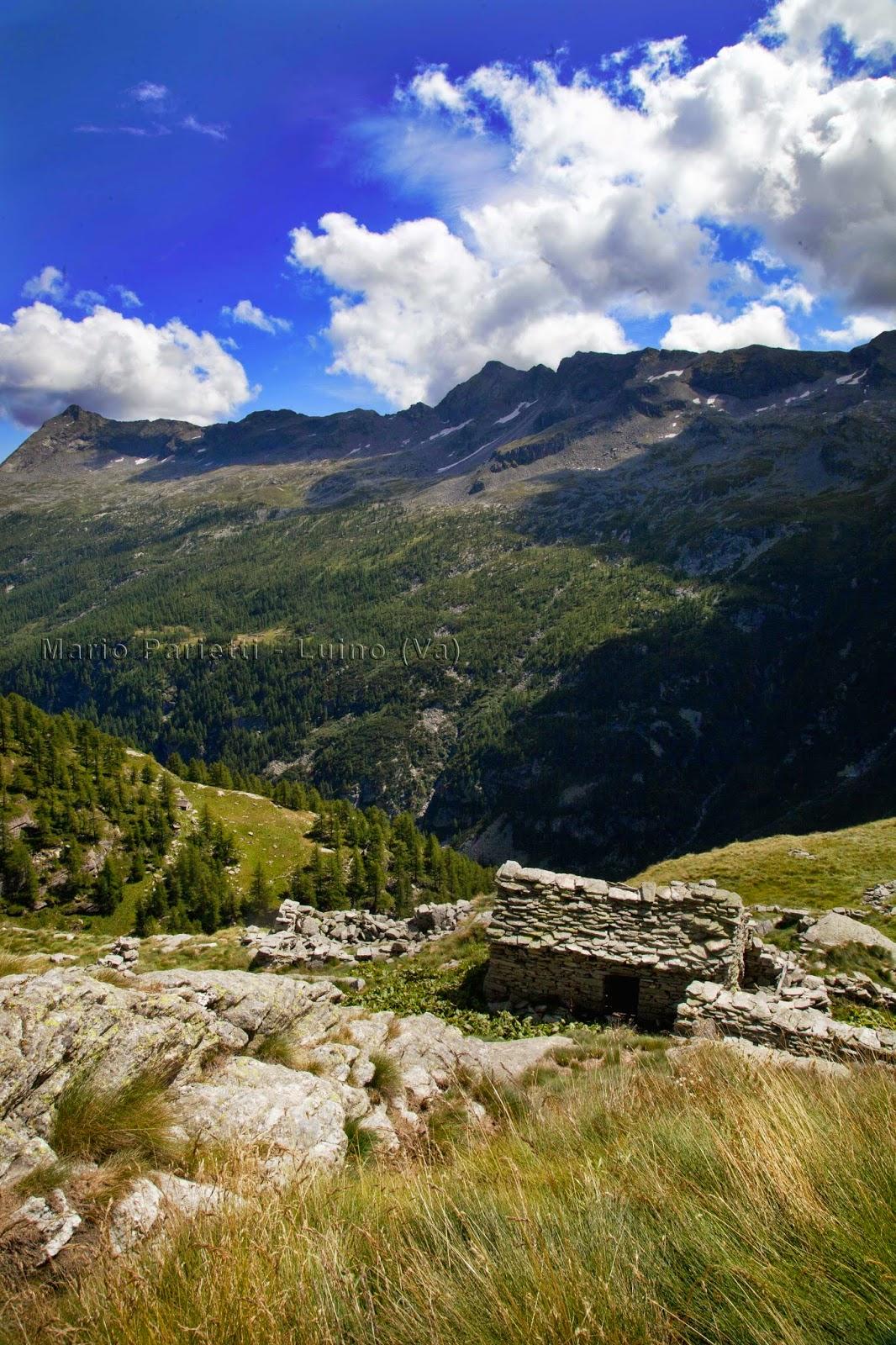 Alpeggio abbandonato sul sentiero per il lago di Cingino