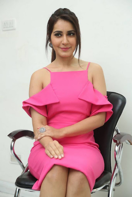 Raashi Khanna Stills At Touch Chesi Choodu Movie Interview