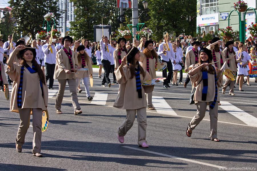 Юные художницы на праздновании тысячелетия единения мордовского народа с народами России