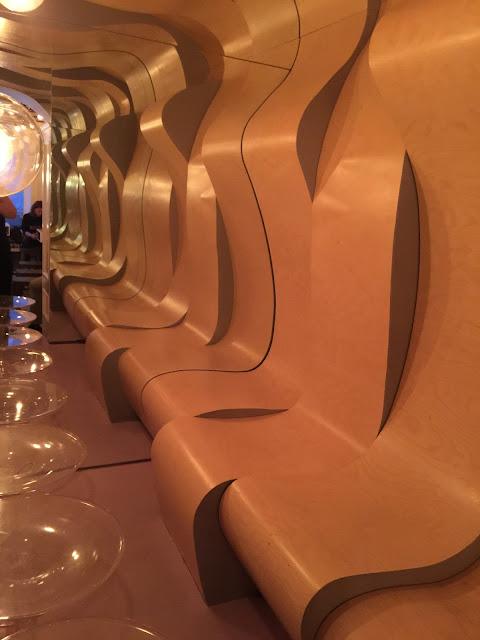 Sala do Mikkeller Bar que lembra o filme Laranja Mecânica