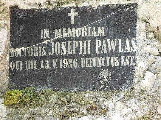 Tablica upamiętniająca dr Josefa Pavlasa.