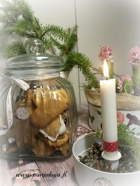 joulupiparkakut piparit kynttila