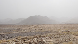 THe further the way to the desert, the fewer mountains