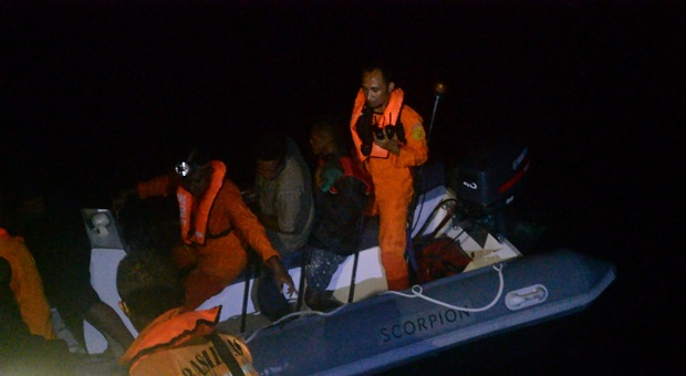 Personel SPKKL Kupang Bakamla RI Bantu SAR