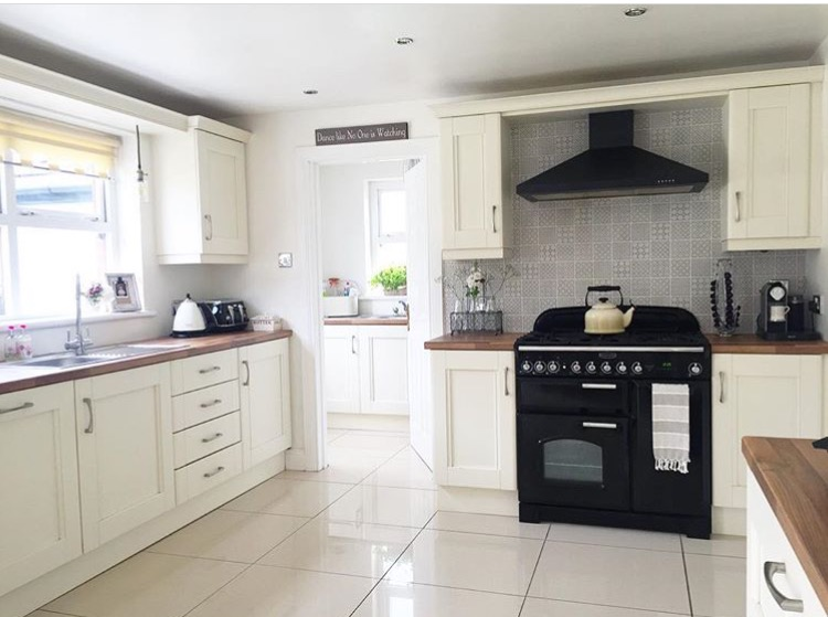 Another One Of My Favourite Las Is Anna Aka Blossomingbirds Who S Added Patterned Tiles On The Wall As A Feature Behind Her Cooker Doesn T It Look