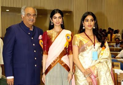 filmmaker-boney-kapoor-with-his-daughters-janhvi-khushi-65th-national-award