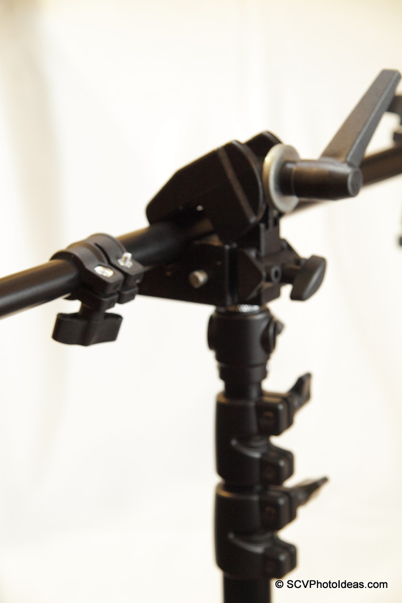 Manfrotto Super Clamp 35 clamped on lighting bar