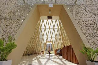 desain concrete GRC di Hotel Ananta motif ukiran patra khas Bali