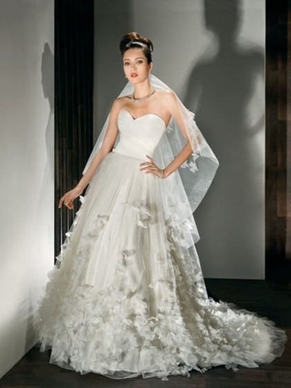 http://www.dressfashion.co.uk/product/a-line-sweetheart-tulle-satin-chapel-train-flowers-white-wedding-dresses-4270.html ?utm_source=minipost&utm_medium=1131&utm_campaign=blog